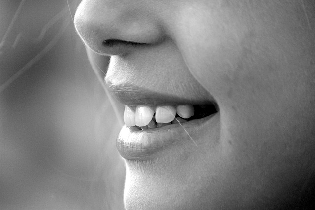 女性の微笑み